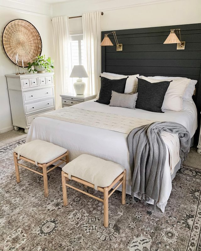 It's a HOT day here in Nashville. I'm just over here wishing for cooler weather and burning the yummiest fall candle while I get this house clean.   What are you up to today?  #bhghome #shiplap #modernfarmhouse #farmhousestyle #interiors123 #homedecor #farmhouseinspired #farmhousedecor #neutraldecor #americanfarmhousestyle #prettylittleinteriors #fixerupper #countrylivingmagazine #mydecorvibe #currentdesignsituation #betterhomesandgardens #barndoor #diy #boutiquerugs