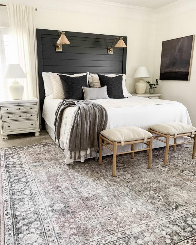 Guess what?! My master bedroom rug is back in stock in all sizes!! It's honestly my favorite rug that I have ever had and it's been sold out all summer because it's that good!   Head to my Stories for the link!! I hope you have a lovely Saturday!!  #modernfarmhouse #farmhousestyle #interior123 #bhghome #antiquefarmhouse #homedecor #shiplap #farmhouseinspired #farmhousedecor #magnoliahome #neutraldecor #americanfarmhousestyle #prettylittleinteriors #fixerupper #countrylivingmagazine #mydecorvibe #currentdesignsituation #betterhomesandgardens #ltkhome #moody_tones