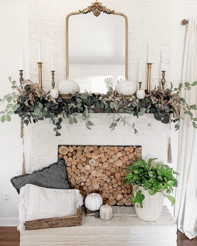 Have you decorated for fall yet?? I'm starting tomorrow, and I'm thinking of bringing back a similar creation from my last year's mantle. What do you think??   #fallmantle #falldecor #bhghome #shiplap #modernfarmhouse #farmhousestyle #interiors123 #homedecor #farmhouseinspired #farmhousedecor #neutraldecor #americanfarmhousestyle #prettylittleinteriors #fixerupper #countrylivingrrmagazine #mydecorvibe #currentdesignsituation #betterhomesandgardens #diy